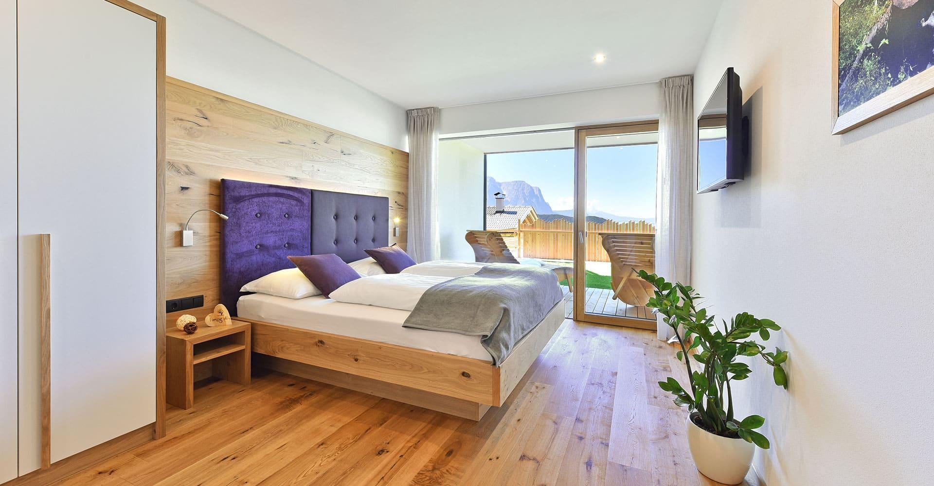 ferienwohnung-lajen-schlafzimmer